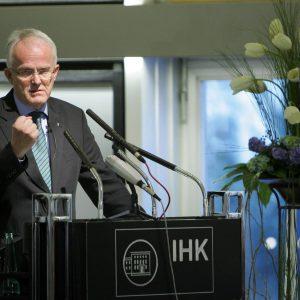 """Montag, 12. März 2007 - IHK-Veranstaltung """"Wirtschaft trifft Politik"""". Als Gast spricht der Ministerpräsident des Landes Nordrhein-Westfalen, Dr. Jürgen Rüttgers (CDU). Foto: Michael Printz / PRINTZ.NET Archivnummer: 2007-03-12-5684"""