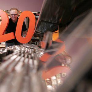 Donnerstag, 4. Oktober 2007 - Dirk Andrä feiert mit seinem CD-Markt im Oktober 20-jähriges Firmenjubiläum. Weitere, dem thematisch nicht eingeweihten Lichtbildner nicht bekannte Informationen zum Thema sind beim zuständigen Redakteur zu erfragen! Foto: Michael Printz / PRINTZ.NET Archivnummer: PPN-2007-10-04-20-Jahre-CD-Markt-Andrä-0011