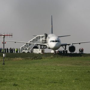 Freitag, 26. September 2008 - Eine A 321 schoss am Verkehrsflughafen Dortmund östlich über die Landebahn hinaus. Foto: Michael Printz / PRINTZ.NET