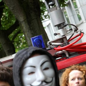 Die Polizei überwachte trotz eines Gerichtsurteils in dem eben dieses verboten wird mit einen Videoüberwachungsfahrzeug die durchgehend friedliche Anti ACTA / Stop ACTA Demonstration in Dortmund. Obwohl die Polizei vom Versammlungsleiter darauf angesprochen wurde, stellten die Beamten das Filmen der politischen Kundgebung nicht ein. Foto: Michael Printz / PHOTOZEPPELIN.COM