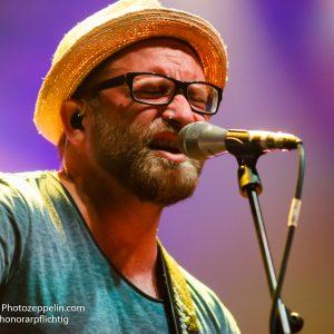 Am 26.08.2016 in Bochum (Nordrhein-Westfalen, Deutschland) trat Gregor Meyle im Rahmen des Zeltfestival Ruhr 2016 am Kemnader See auf. Foto: Michael Printz / PHOTOZEPPELIN.COM
